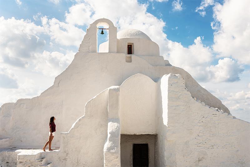 edificios encalados en miconos, grecia