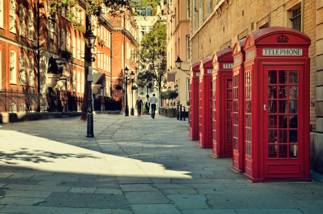 cabina de teléfonos roja en londres