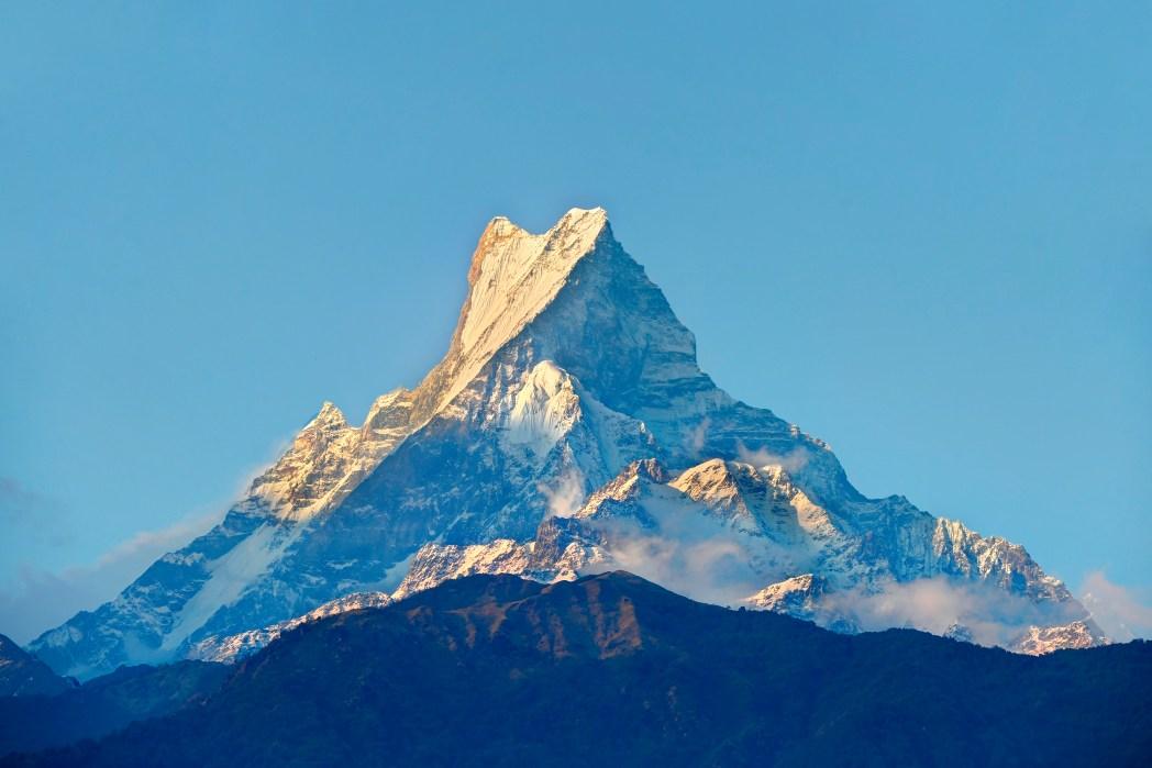 silueta del himalaya con el monte everest al fondo