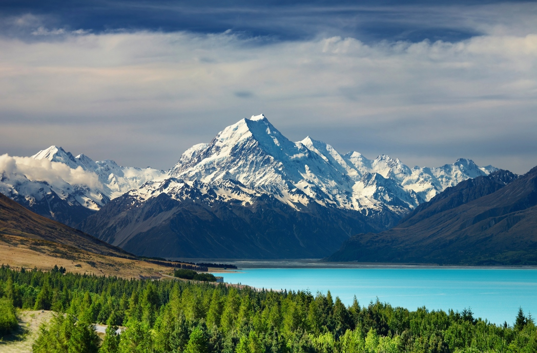 Lake Pukaki and Mount Cook New Zealand Hobbit