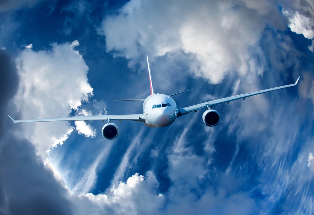 Avión en zona de turbulencias