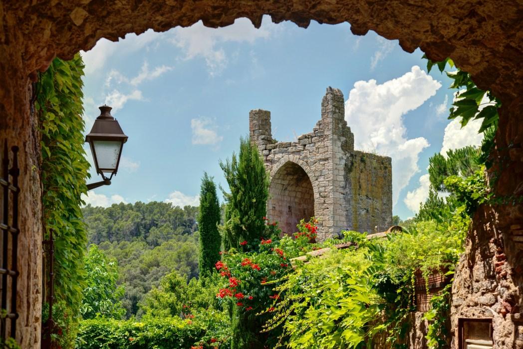 Pueblo medieval de Peratallada en girona CAtaluña