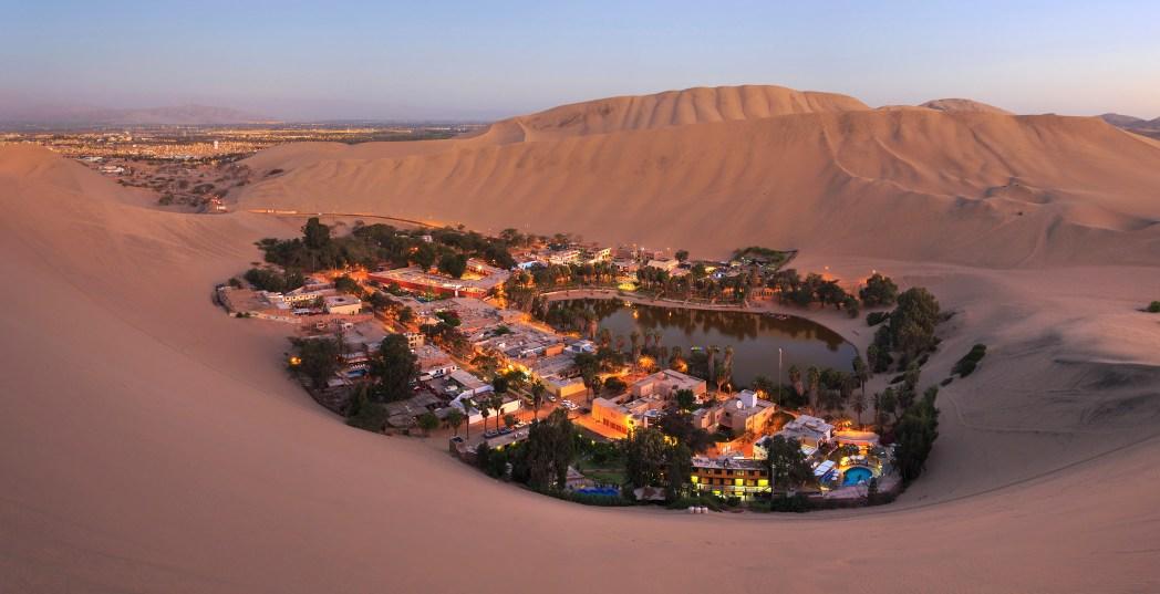 Oasis de Huacachina en Perú