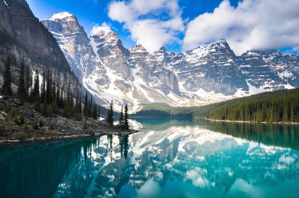 lago moraine y valle de los diez picos en canadá