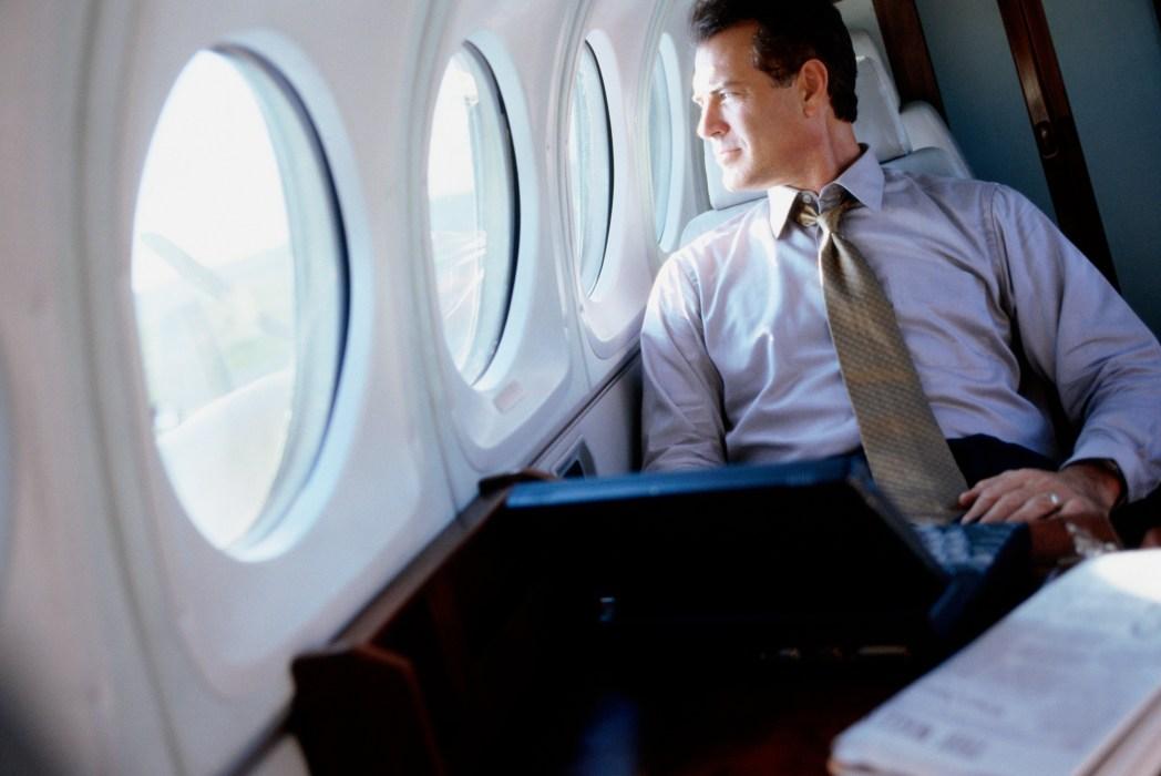 ejecutivo en avión