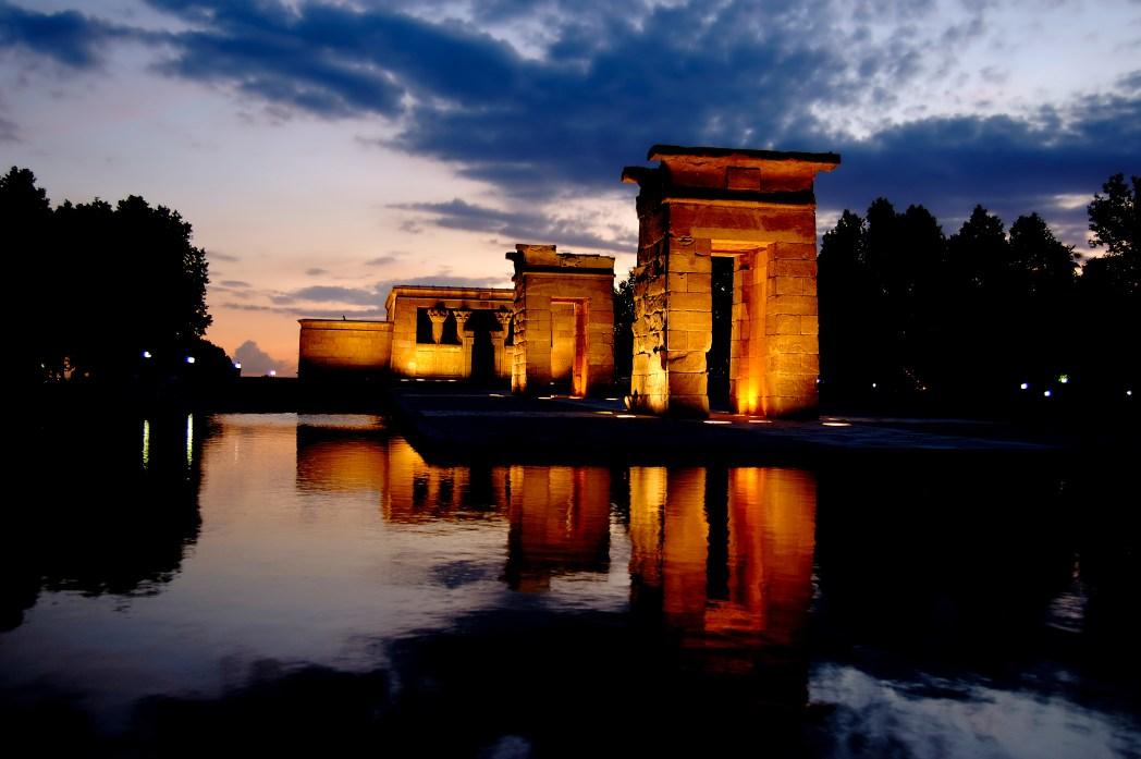 Atardecer en el templo de Debod en Madrid