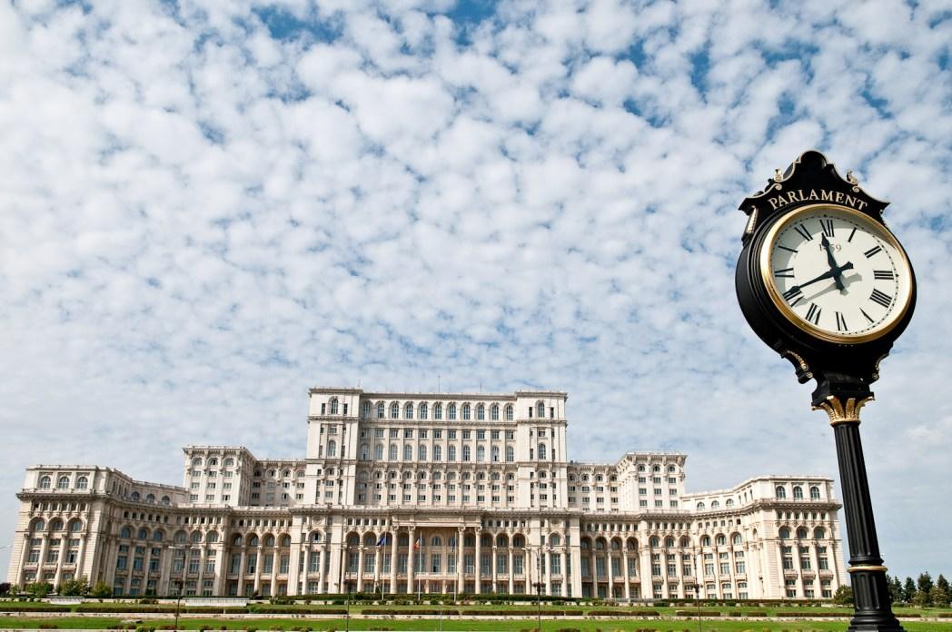 vista de un edificio del gobierno en Bucarest