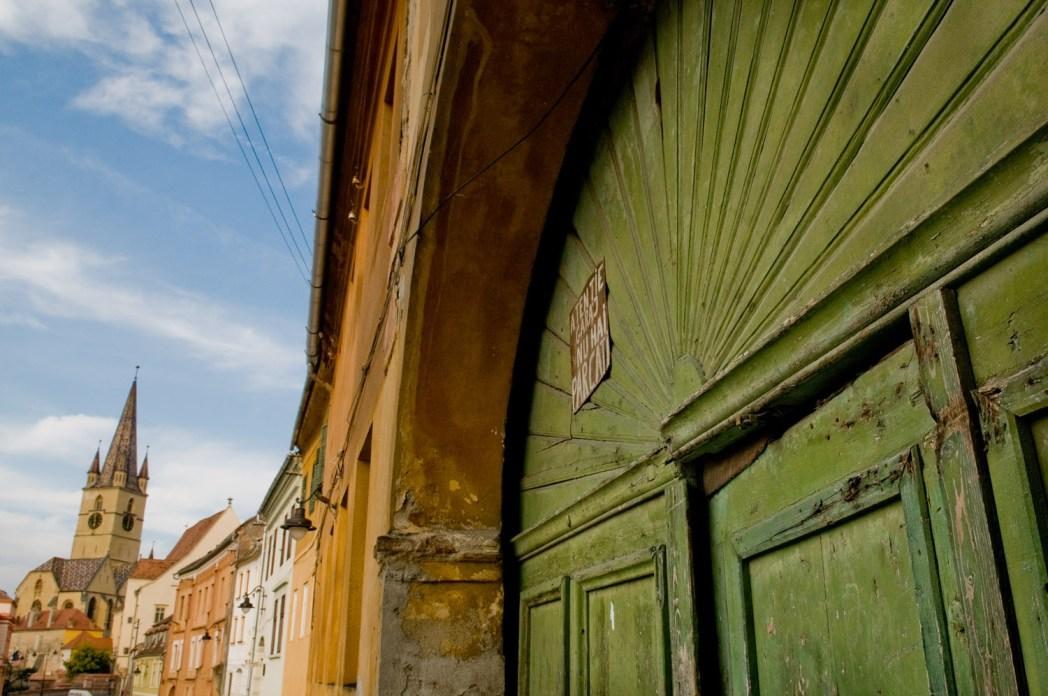 centro del pueblo de sibiu en rumanía