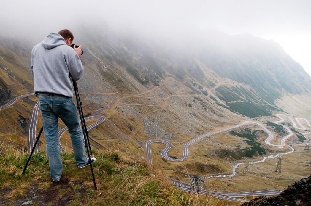 carretera de curvas de transfagarasan en rumanía