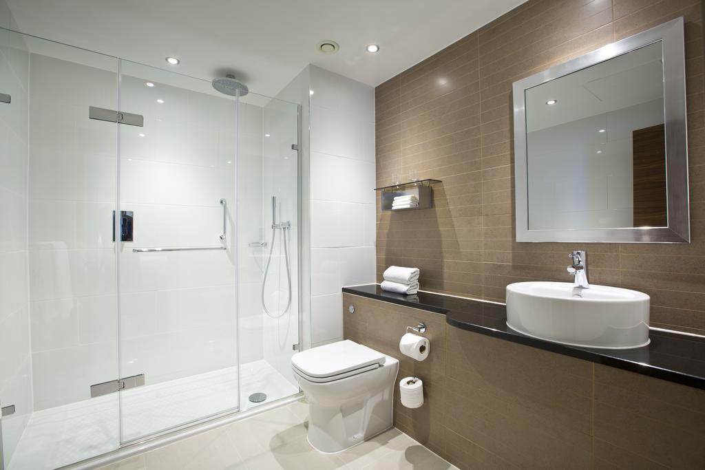 Baño Amba Hotel