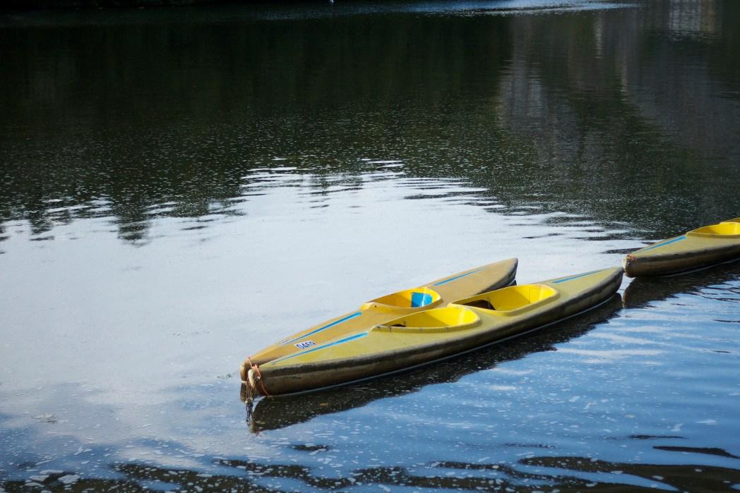 canoas en el río lesse en dinant