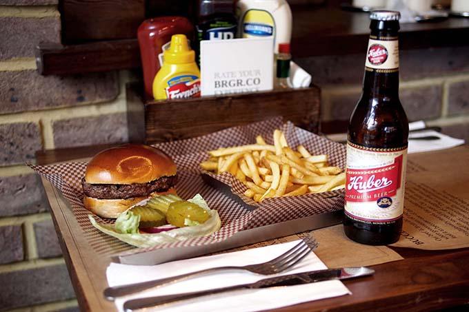 La hamburguesa es la estrella © BRGR.CO