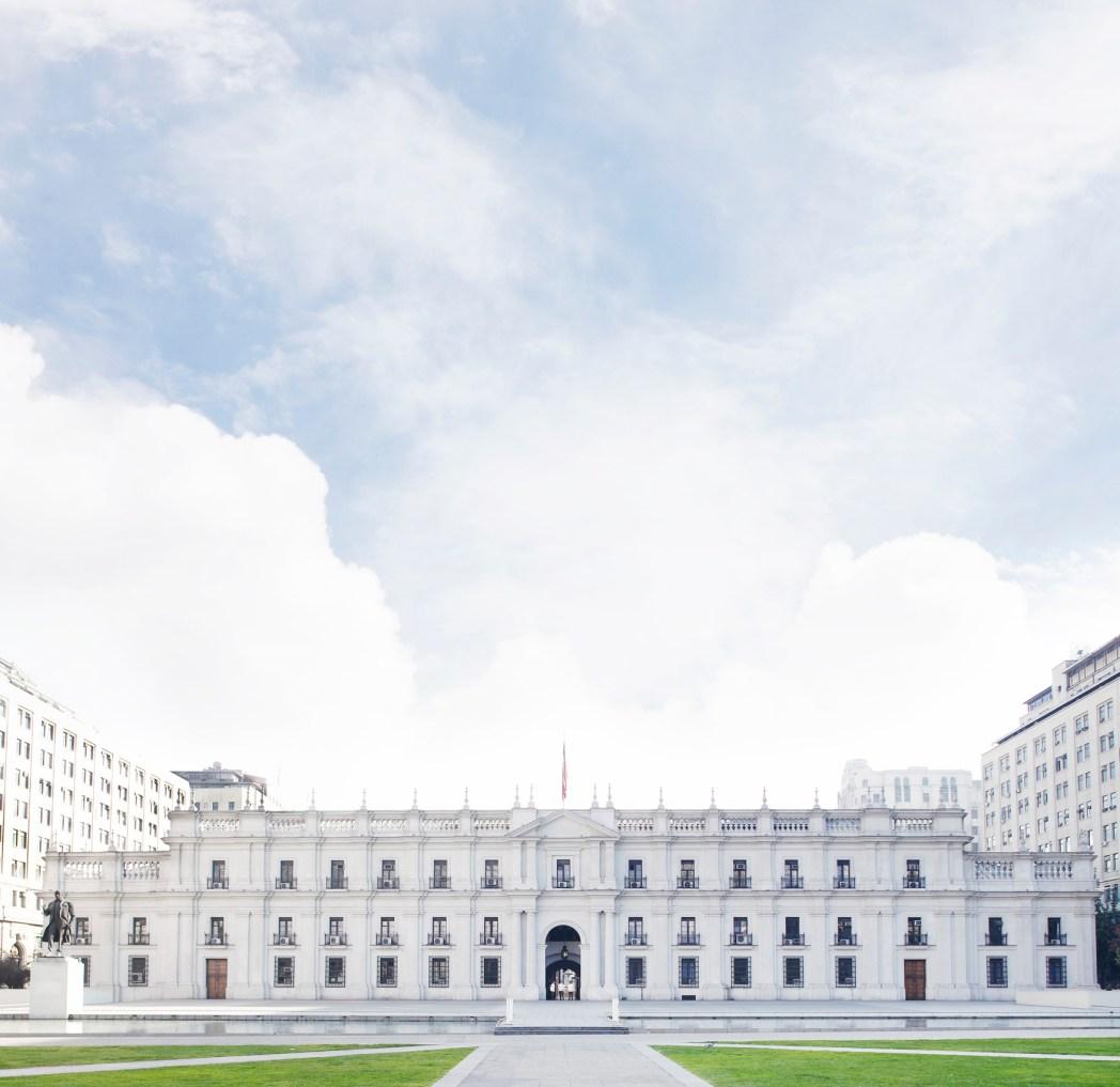palacio fachada blanca