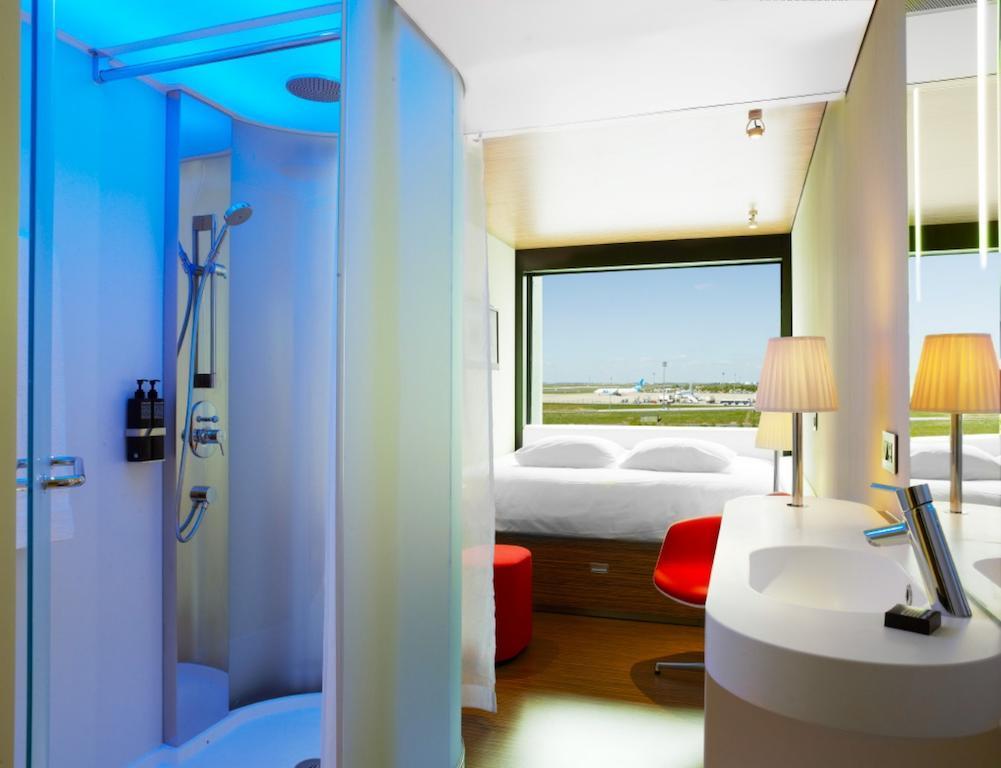 habitación del hotel CitizenM Paris Charles de Gaulle Airport en París