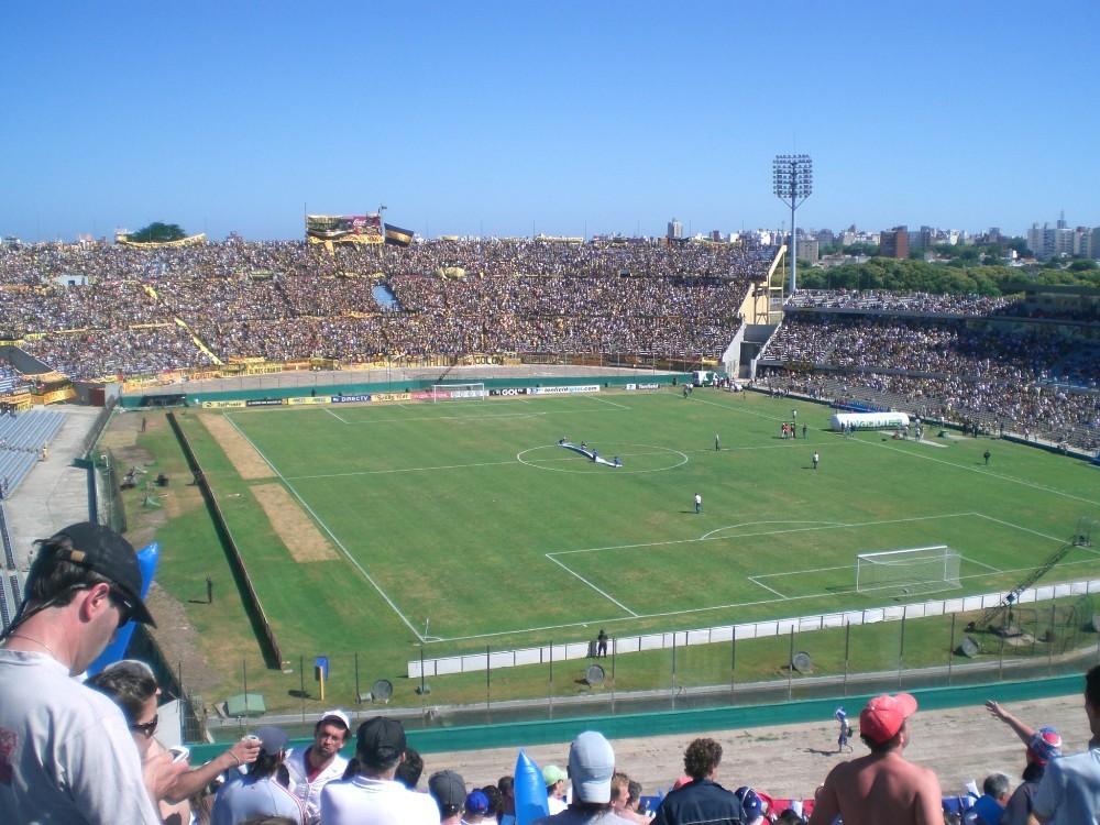 Estadio Centenario partido entre Nacional y Peñarol en Montevideo