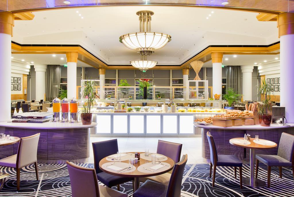lounge del hotel Hilton Paris Charles de Gaulle Airport en París