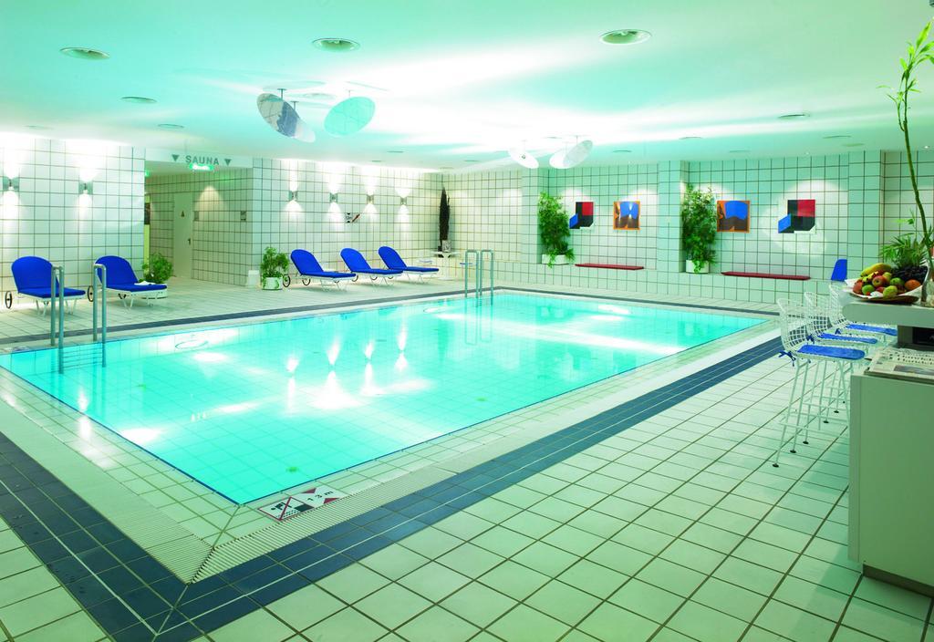 piscina del hotel Holiday Inn Berlin-City West en Berlín