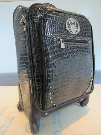 La maleta con ruedas de Kathy Van Zeeland: para viajeras con clase