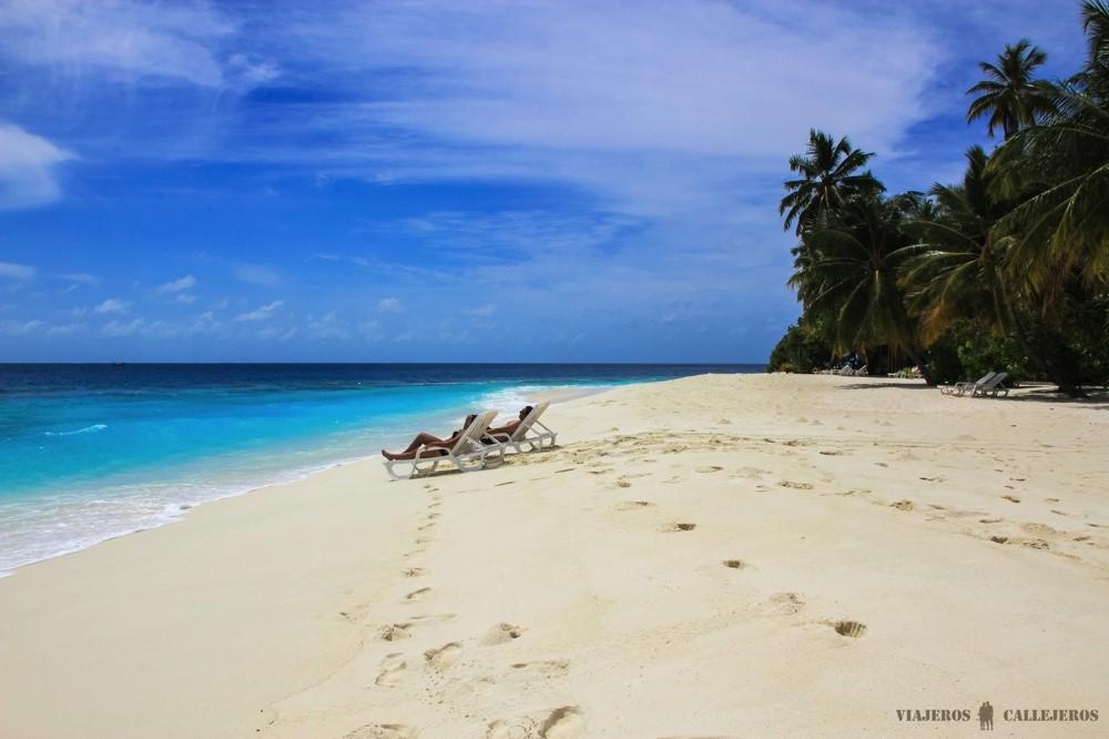 playa de maldivas foto de viajeros callejeros
