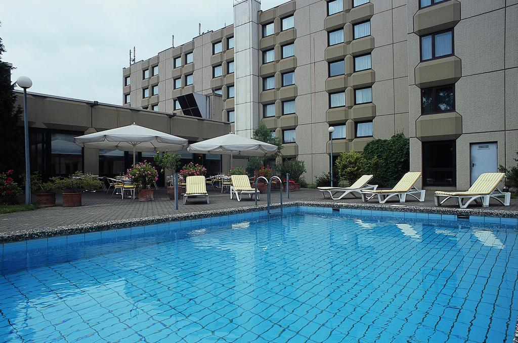 piscina del Mercure Airport Hotel Berlin Tegel en Berlín