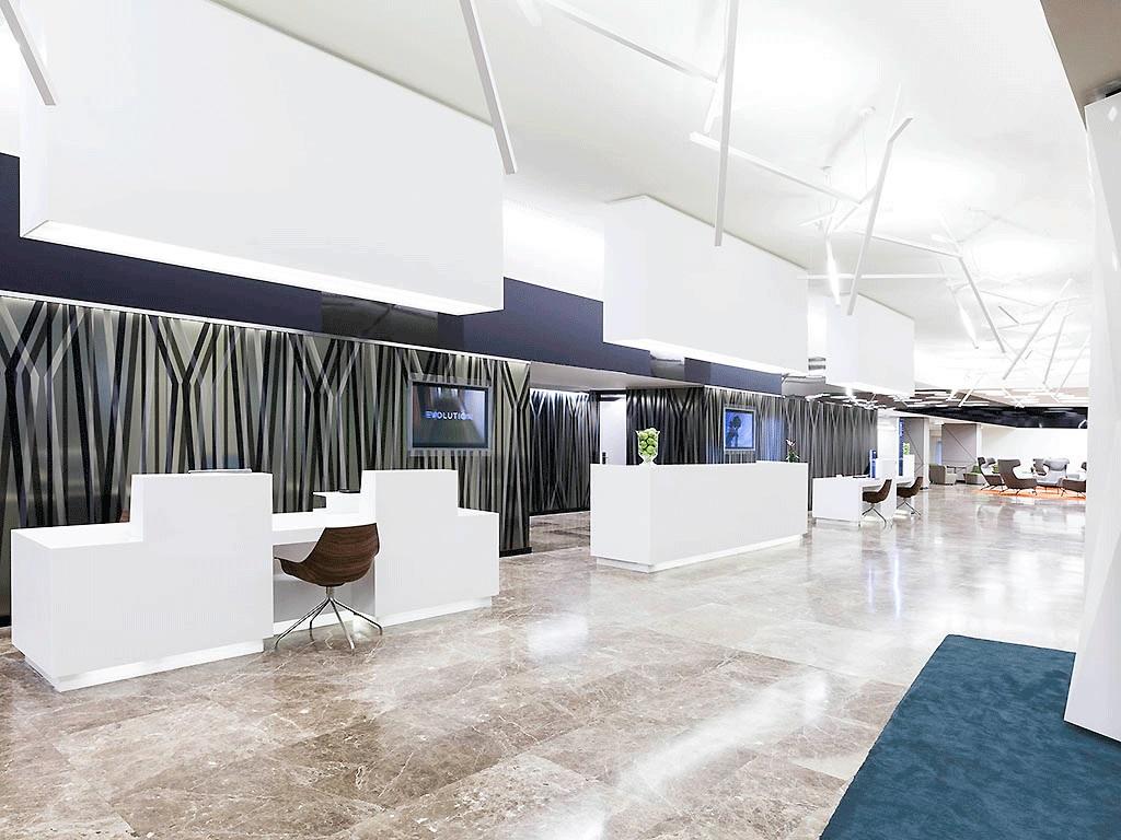 Recepción del Novotel Madrid Center