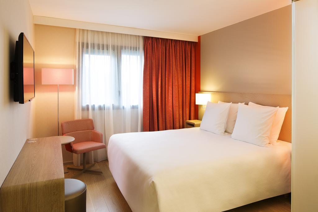 habitación del hotel Oceania Paris Roissy CDG en París