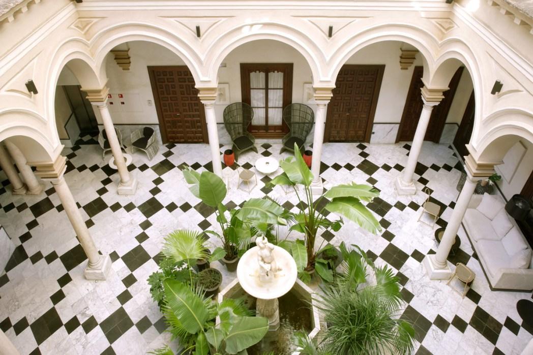 Hotel Palacio de Villapanes patio, Sevilla