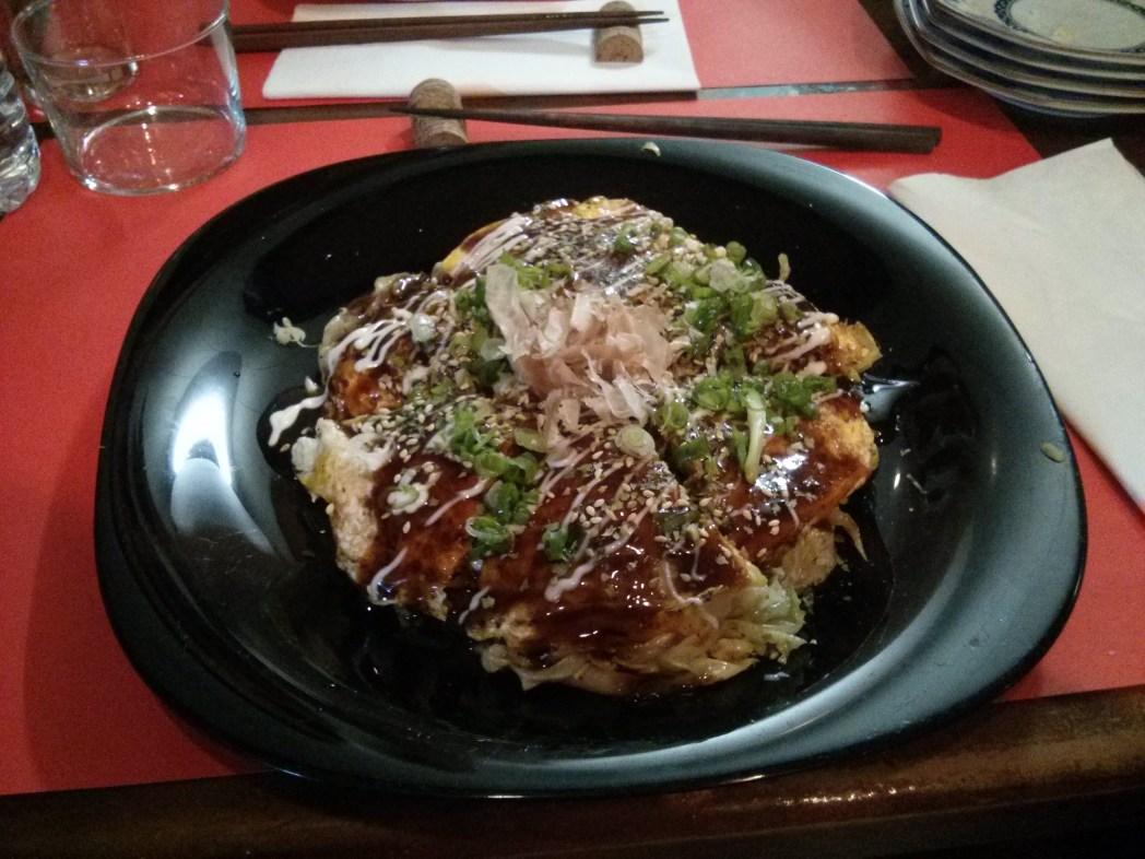 okonomiyaki en el restaurante rio teppan de barcelona