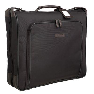 Bolsa para trajes: El arma secreta para combatir los sobrecargos por equipaje.