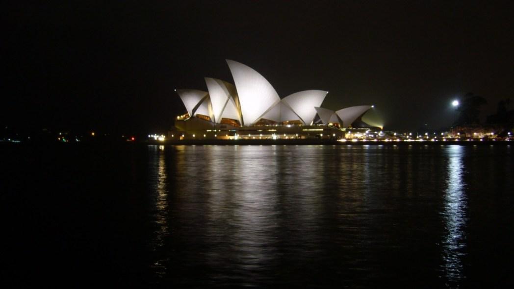 la ópera de Sidney por la noche por Sandra Vallaure Sifakka