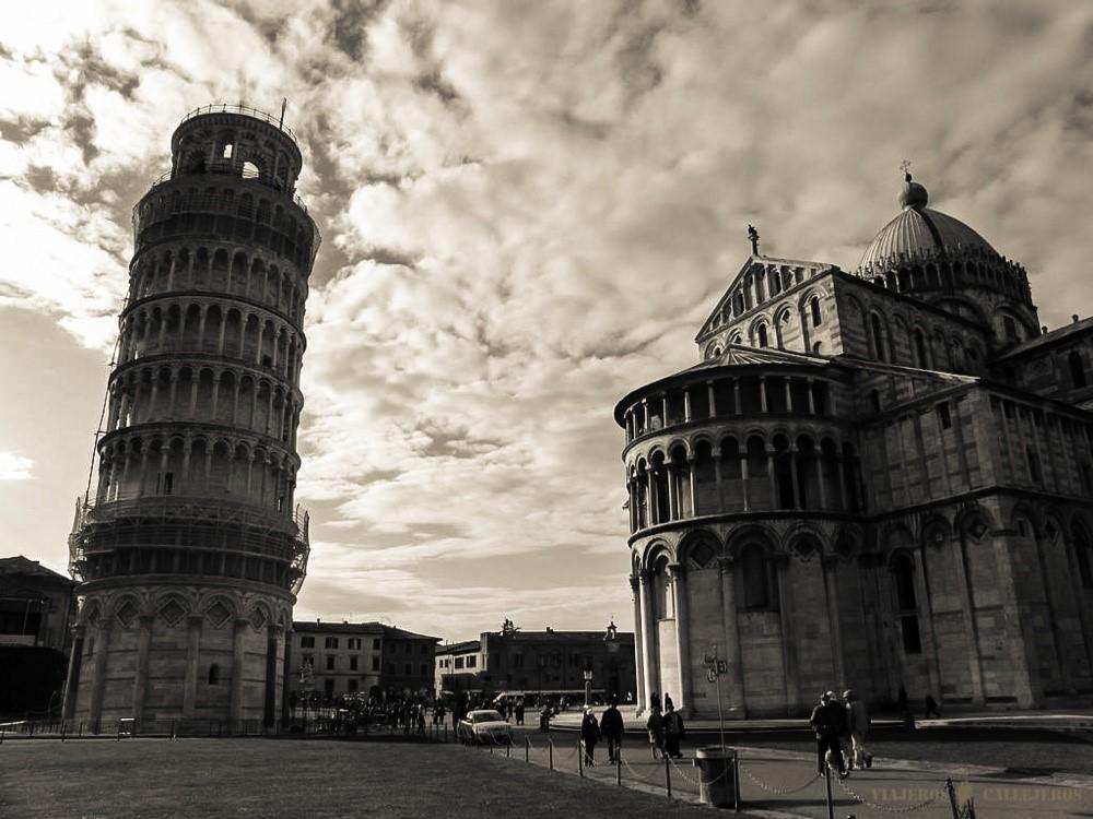 torre de pisa foto de viajeros callejeros