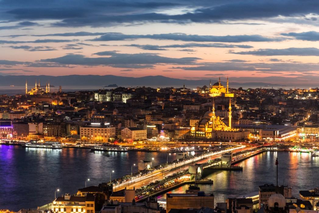 vistas de estambul desde el puente de gálata
