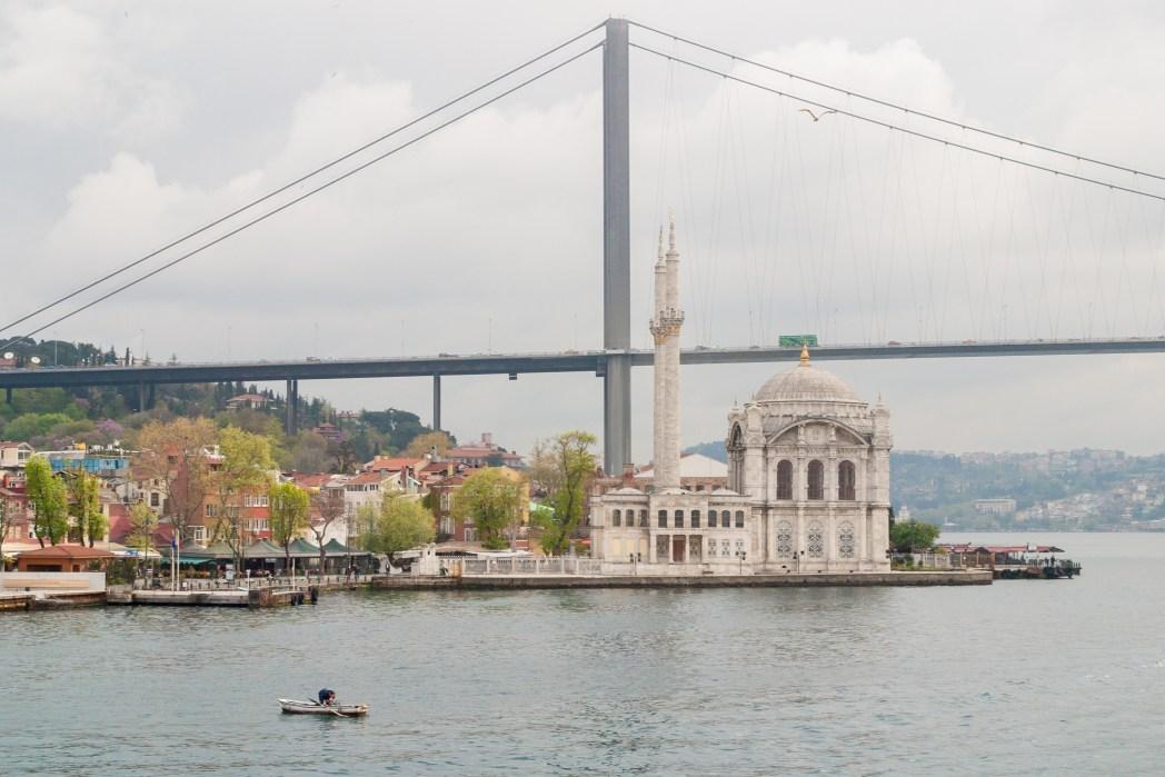 Vistas de la mezquita de Ortaköy