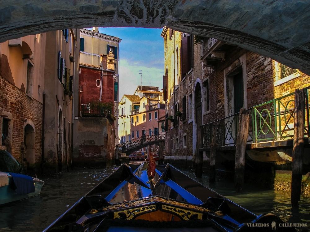 venecia en góndola foto de viajeros callejeros